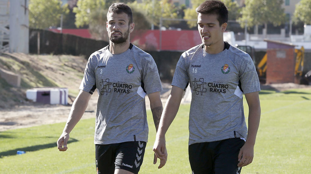 Cotán, a la derecha, en un entrenamiento con el Real Valladolid.