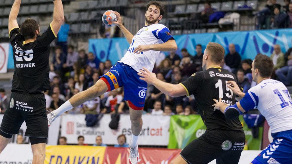 Ian Tarrafeta durante el partido de la Copa EHF ante el Gorenje...
