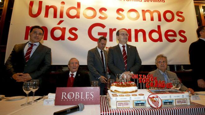 Grandes accionistas en una celebración de hace unos años. ae4bfea72847f