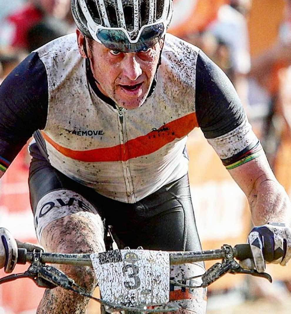 Lance Armstrong compite en triatlones con el equipo WEDU
