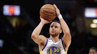 Curry sigue imponiendo marcas en la NBA