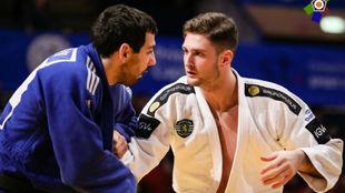 Niko Shera, durante un combate con el Sporting de Portugal