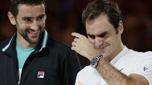 Federer se emociona en la entrega de trofeos del pasado Open de...