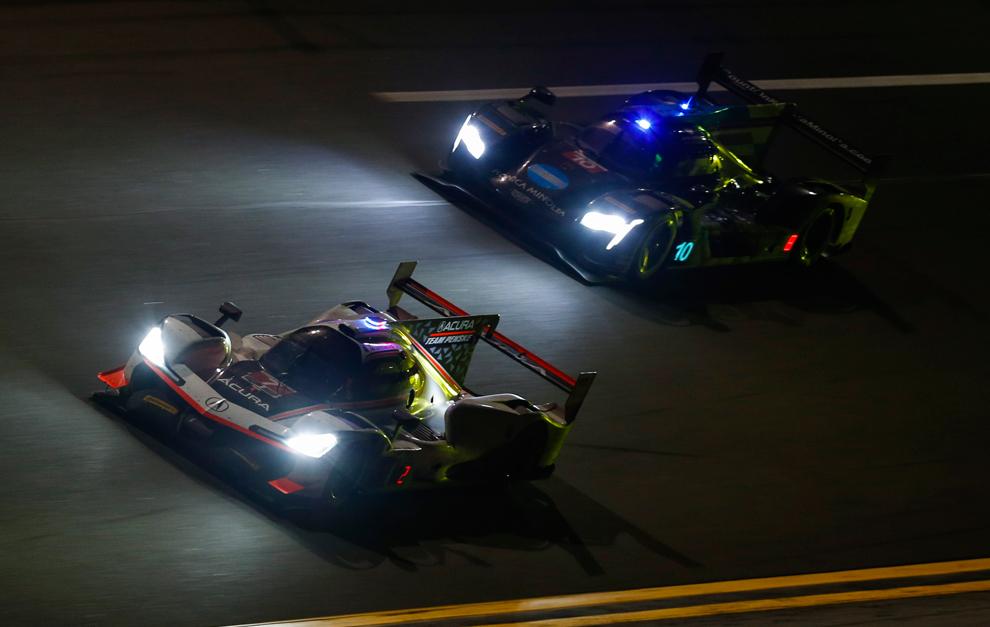 El Acura Penske de Rossi ya se midió al Cadillac de Alonso en Daytona