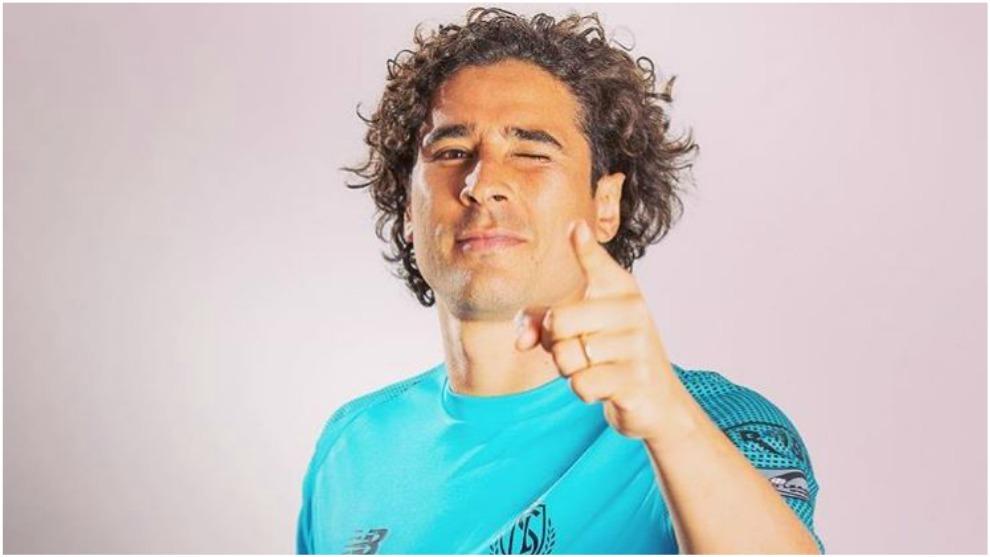 Memo Ochoa, portero del Standard de Lieja.