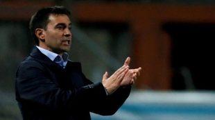 Asier Garitano aplaude a sus jugadores en el partido de Copa del...
