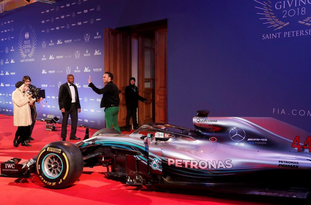 Lewis Hamilton en la gala de la FIA.  EFE