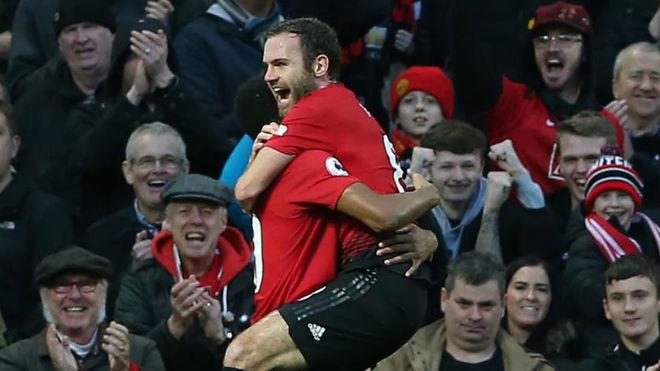 Mata celebra su gol al United.