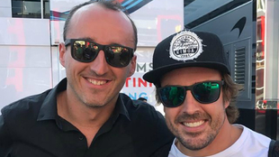 Kubica posa con Alonso.