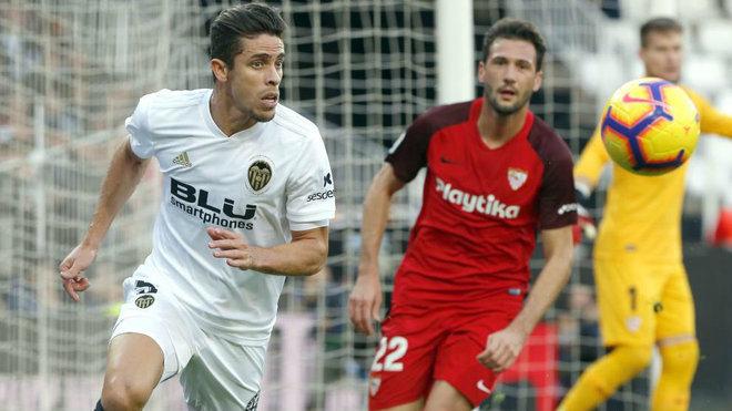 Gabriel Paulista se retira lesionado ante el Sevilla