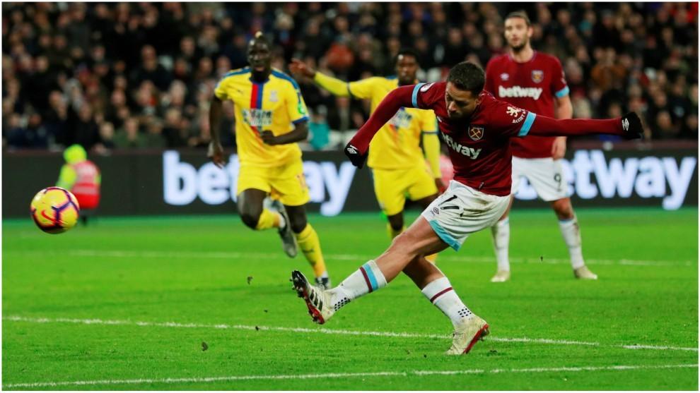 Así marcó Chicharito el 2-1 ante el Crystal Palace.