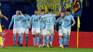 Los jugadores del Celta, celebrando uno de los goles.