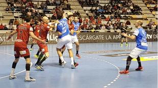 Un momento del partido entre el Huesca y el Atl. Valladolid
