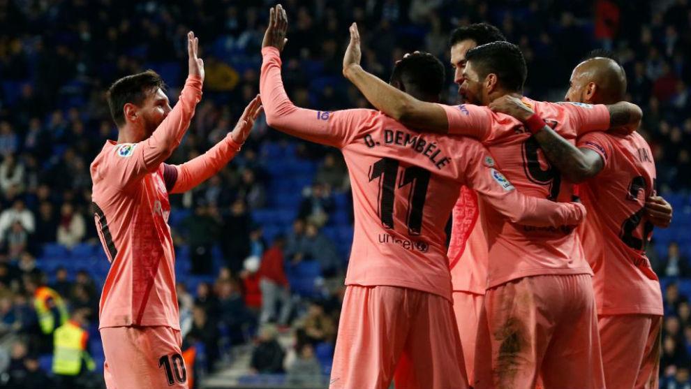 Los jugadores del Barça celebrando uno de los goles ante el Espanyol.