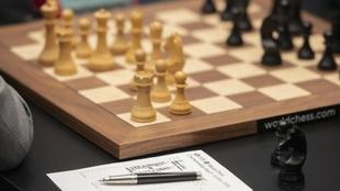 Detalle de una partida entre Magnus Carlsen y Fabiano Caruana por el...