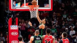 Los Celtics llegaron a cinco triunfos consecutivos al aplastar a los...