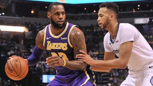 LeBron y los Lakers aplstan a los Grizzlies
