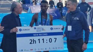 El keniata Dumecha, con el récord de la prueba.