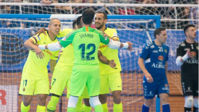 Los jugadores del Barça Lassa celebran uno de sus goles.