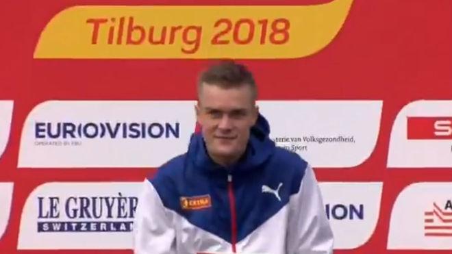 Filip Ingebrigtsen, en el podio