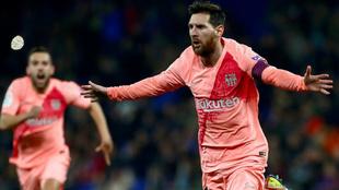 Messi celebra uno de los goles del Barcelona en el pasado partido,...