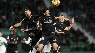Cristian Salvador impone su gran salto en el Martínez Valero ante...