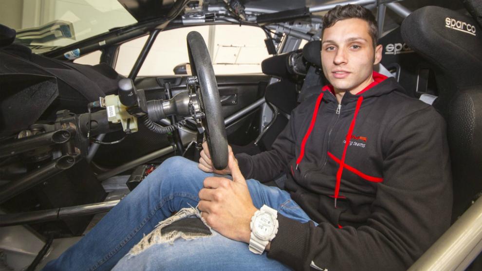 El piloto de Tarazona, a principios de 2017, la última campaña que...