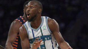 Kemba Walker jugando contra los Knicks en el Madison Square Garden