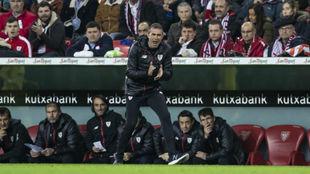 Garitano, animando a los suyos durante el partido.
