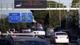 Indicadores de la M-30, en Madrid, con restricciones de velocidad por...
