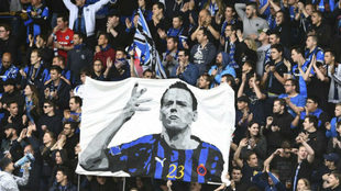 Image of the Brugge fans with a homage to Sterchele.