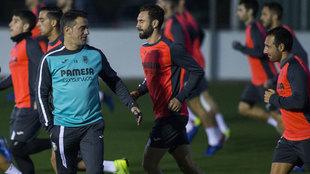 Luis García Plaza, Layún y Cazorla en un entrenamiento con el...