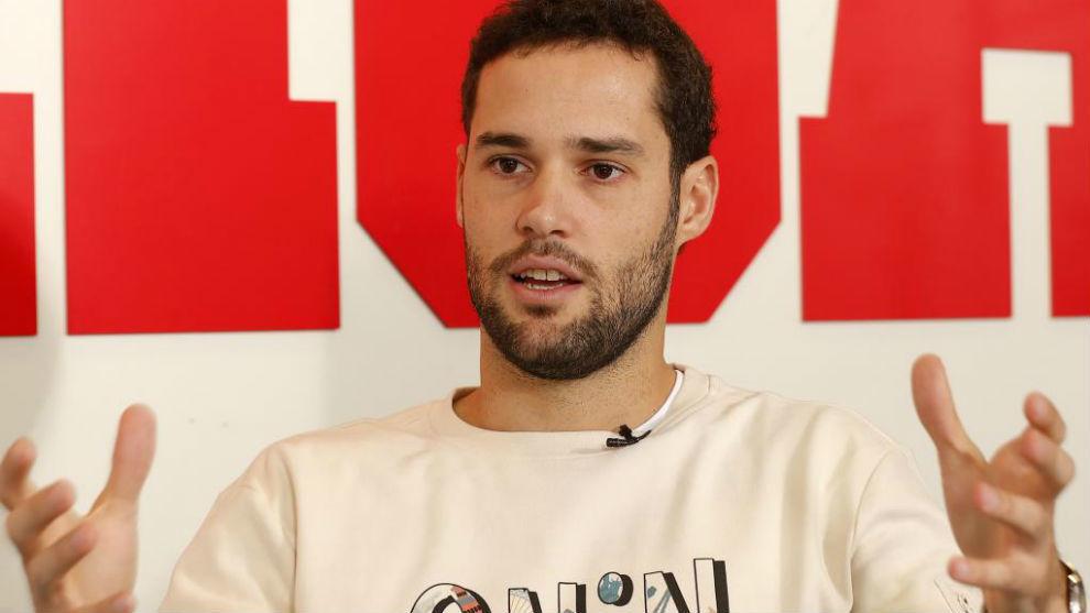 Mario Suárez, durante una visita a MARCA