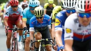 Esteban Chaves, inmerso en el pelotón en el Giro de Italia 2018.