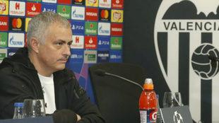 José Mourinho durante su rueda de prensa en Mestalla.