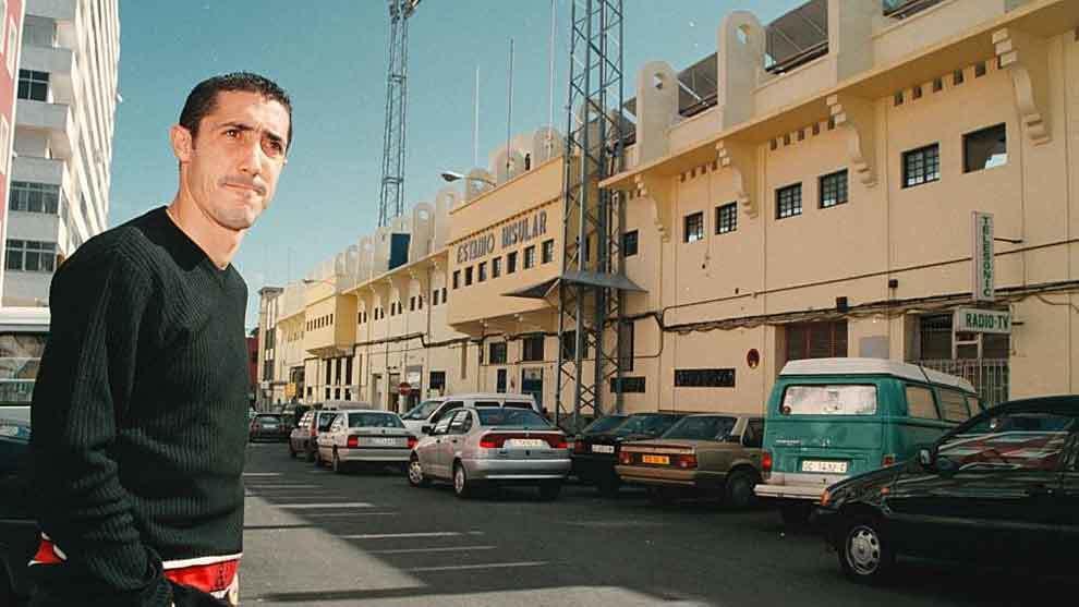 Toni Robaina, posando para MARCA hace años delante del Estadio...