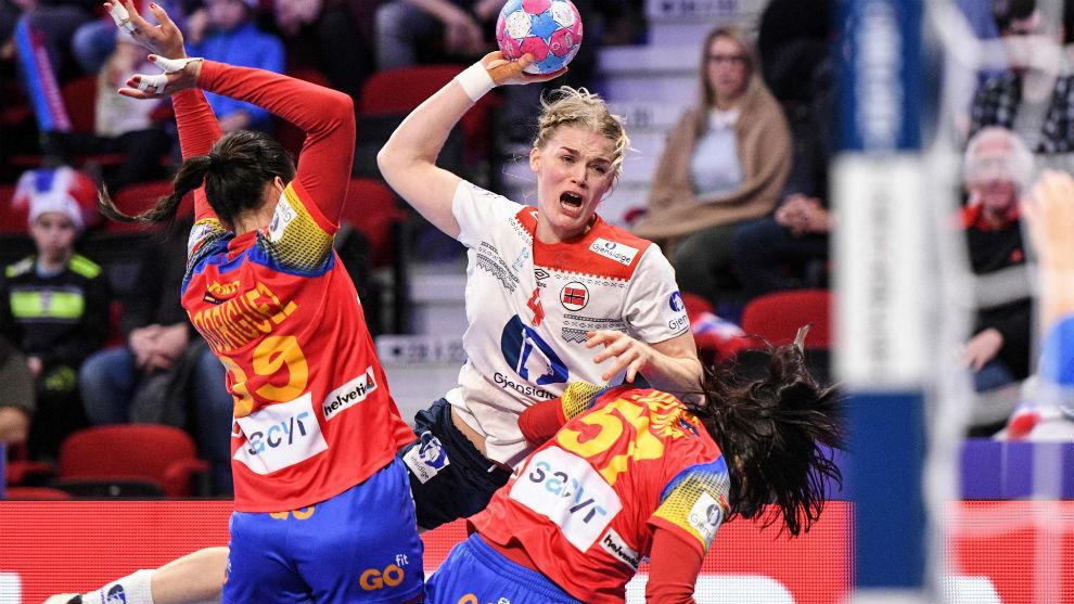 La noruega Kristiansen lanza ante la oposición de Almudena Rodrígez...