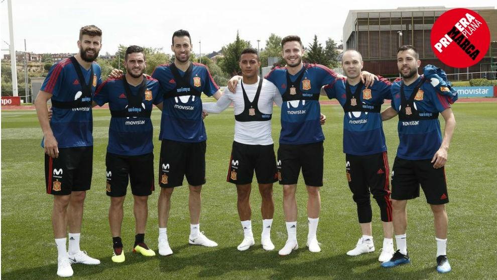 Jugadores de la selección española, con el dispositivo Wimu Pro...