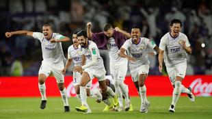 Los jugadores de Al Ain celebran su pase a cuartos de final.
