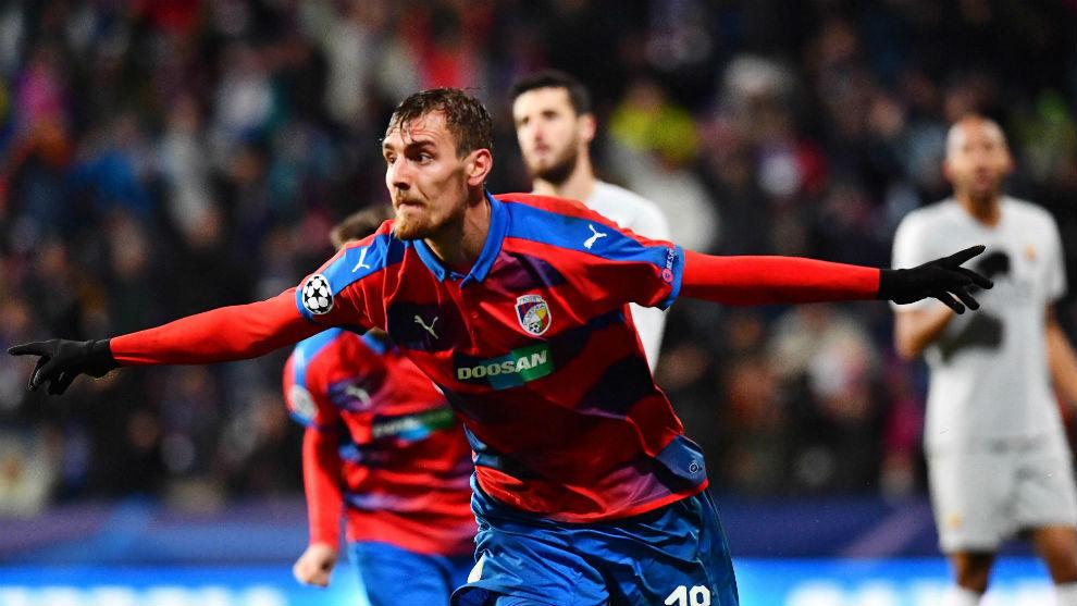 Tomás Chory celebra el gol que da el triunfo al Viktroria Pilsen