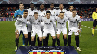 Equipo titular del Valencia frente al Manchester United en Mestalla.