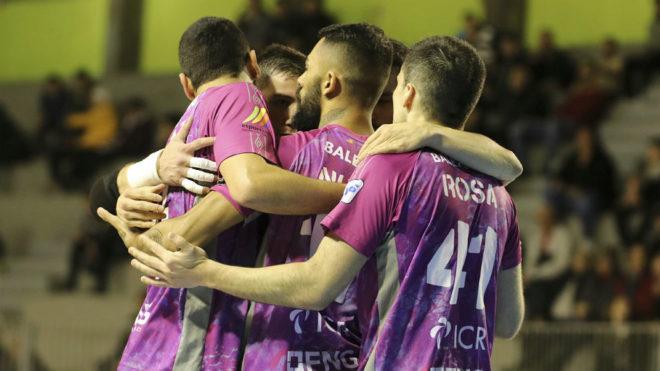 Los jugadores del Palma Futsal celebran uno de los goles.