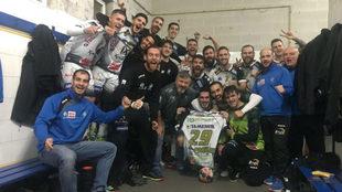 El equipo cordobés celebra la victoria en Cangas