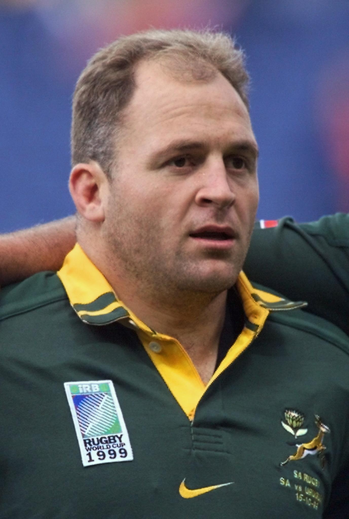 Naka Drotské, ex jugador de la selección de rugby de Sudráfica, que...