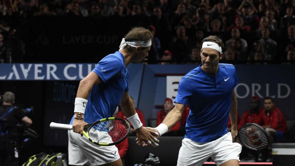 Nadal y Federer se chocan las manos