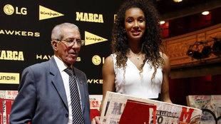 María Vicente, junto a Bahamontes, en la gala del 80 aniversario de...