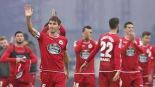 Mosquera saluda tras el empate del Deportivo en el Cerro del Espino