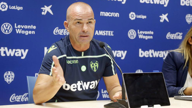 Paco Lopez, during the Levante press conference