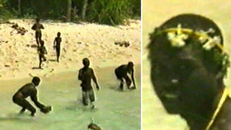 Son un pueblo indígena que vive en una isla en el océano Pacífico,...