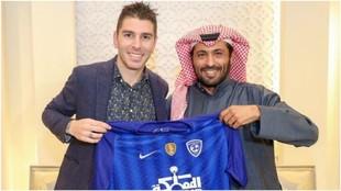 Jonathan Soriano posa junto al príncipe Mohammad Bin Faisal.